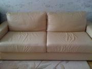 Светло-бежевый кожаный диван